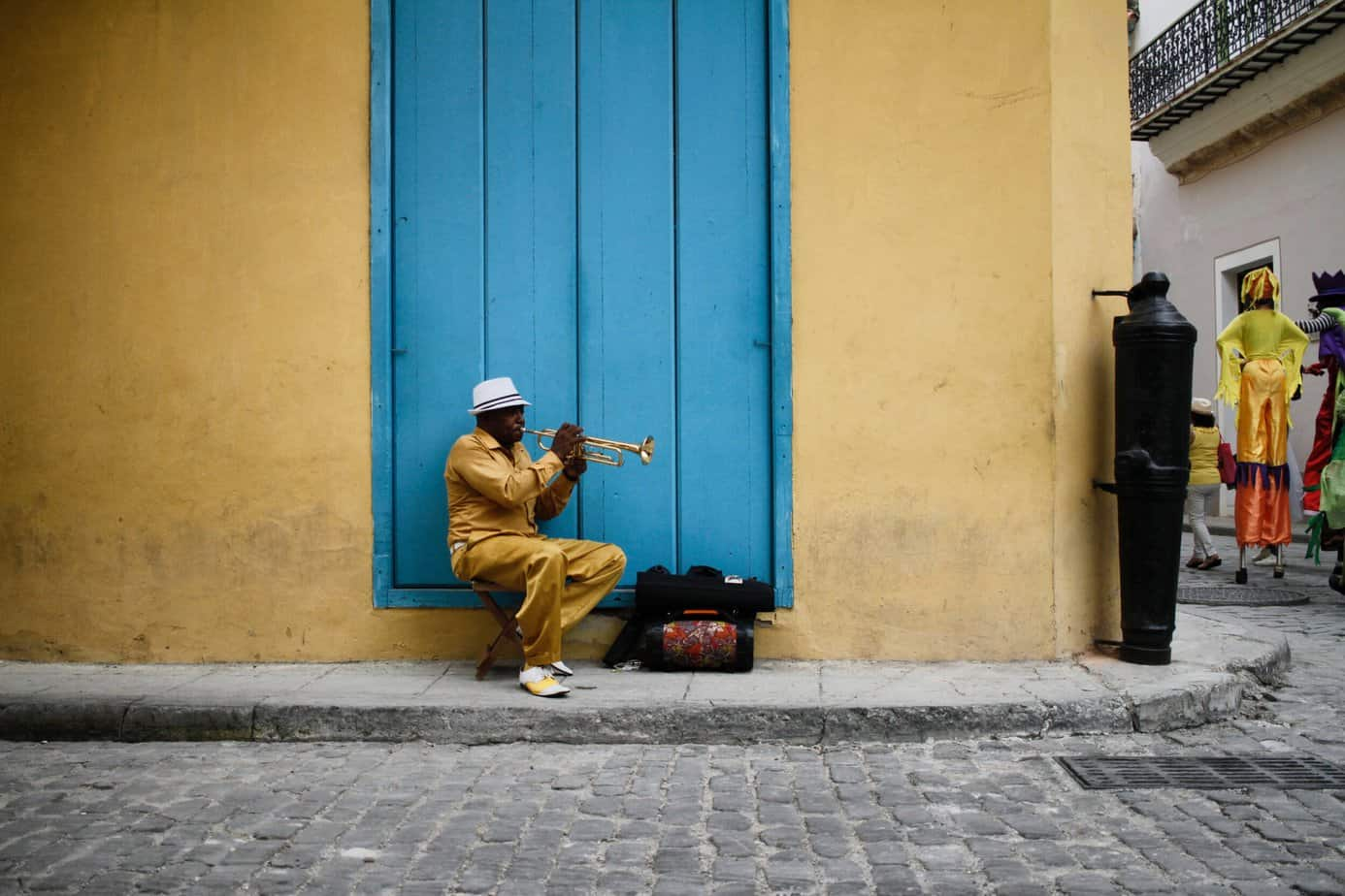 common scams in cuba - man playing trumpet